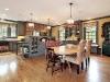 Роскошная кухня-столовая в стиле кантри