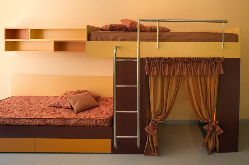 Дизайн детской для двоих Решение для двухъярусной кровати: два спальных