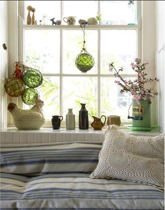 кровати в стиле прованс с росписью.