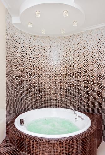 лампы над ванной