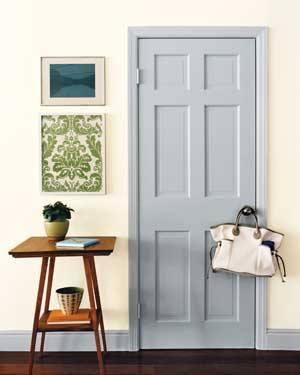 Нейтральный цвет дверей