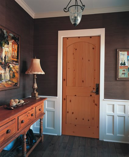 Разный цвет дверей и наличников
