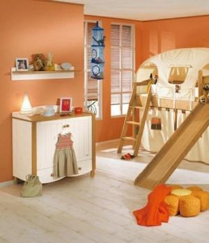 Оттенки оранжевого вместо розового в комнате для девочки