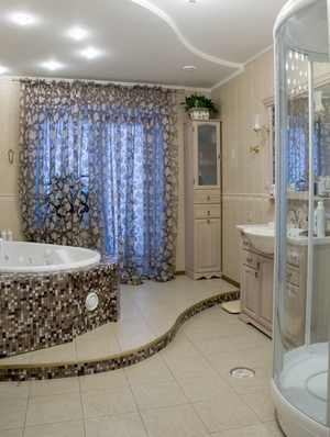 мозаика под ванной