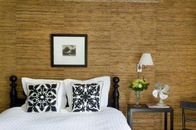 бамбук на стене в спальне