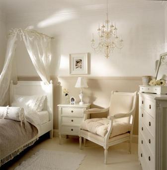 бело-кремовая спальня