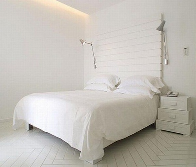 монохромная белая спальня
