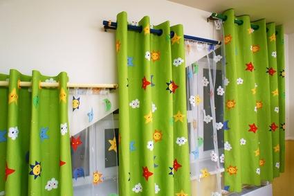 шторы на разном уровне