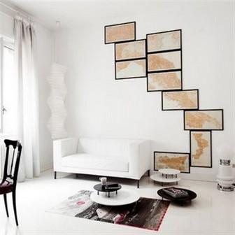 декор стен картой в рамках