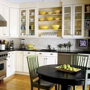 белая кухня черная столешница