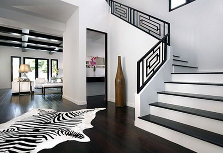 черно-белый интерьер холла