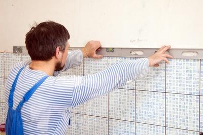 укладка плитки на стены: уровень