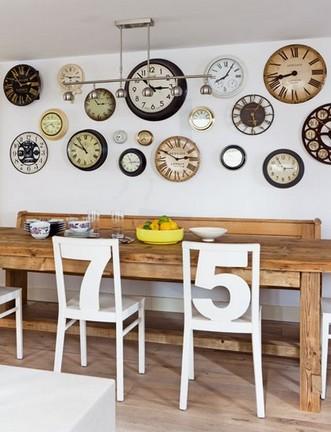 часы как оригинальный декор стен в кухне