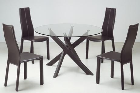 стеклянный стол и кожаные стулья