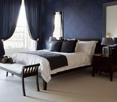 темно-синие обои в спальне