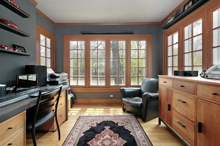 интерьер домашнего кабинета в сером цвете