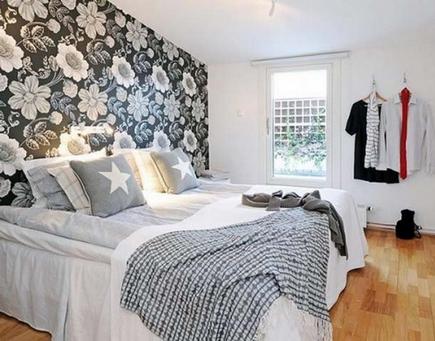 стены в цветочек в спальне