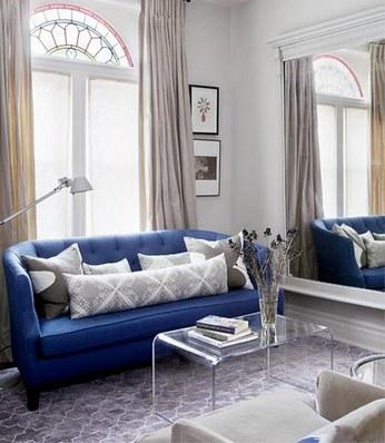 диван синего цвета в интерьере