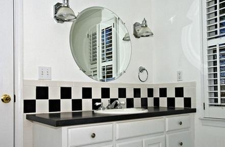 черно-белая плитка в туалете