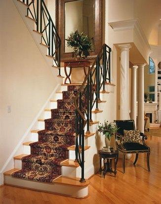 межэтажна лестница в доме