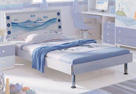 кровать на ножках в детскую