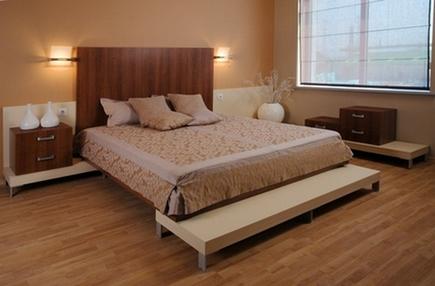кровать со сплошным изголовьем
