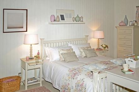 кровать с реечным изголовьем