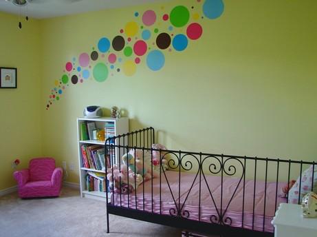 Дизайн стены своими руками в детской комнате 56