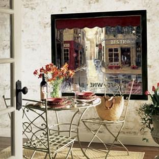 столик в стиле французского кафе
