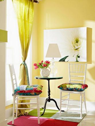 столик и стулья в стиле французского кафе