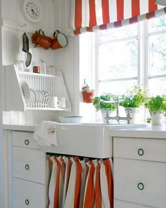 бело-красные полосы в кухне