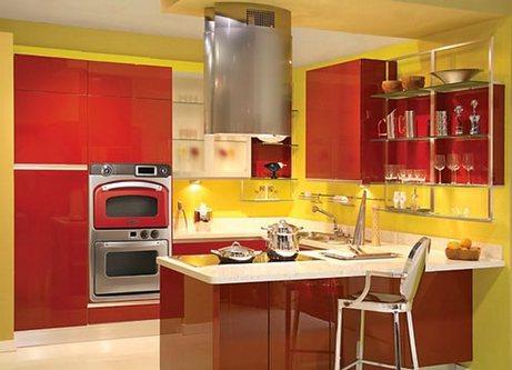 красно-желтая кухня в стиле пиццерии