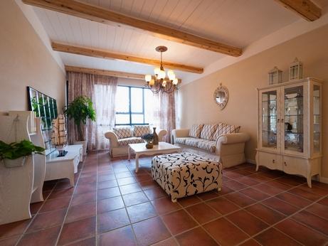 гостиная с балками на потолке