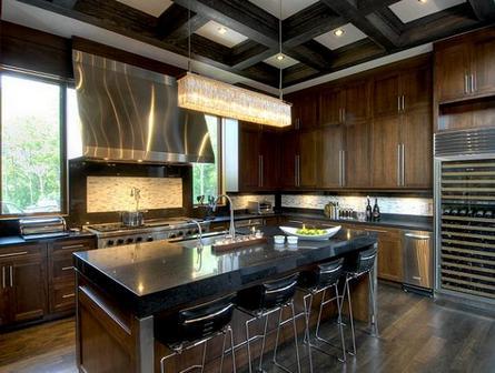 балочный потолок в кухне