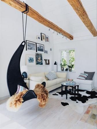 интерьер с балками на потолке