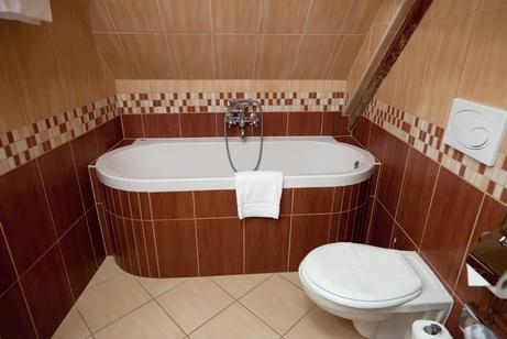 сочетание коричневого в ванной