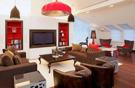 красно-коричнево-белый интерьер гостиной