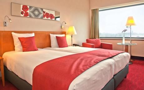 спальня бежевая с красным