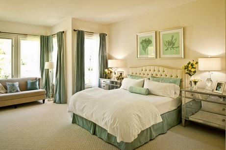 бежево-зеленый интерьер спальни