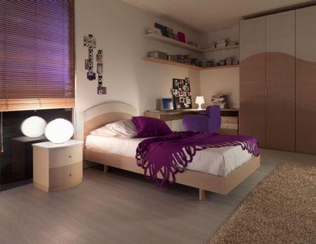 бежево-фиолетовая комната