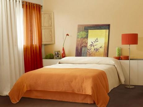 бежевый и оранжевый цвета в спальне