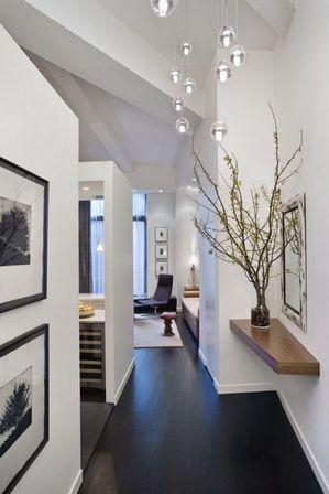 светлый коридор: декор