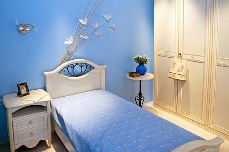 голубая спальня девушки