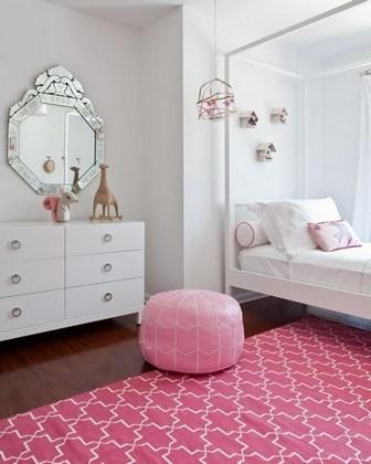 розовый пуфик для декора спальни