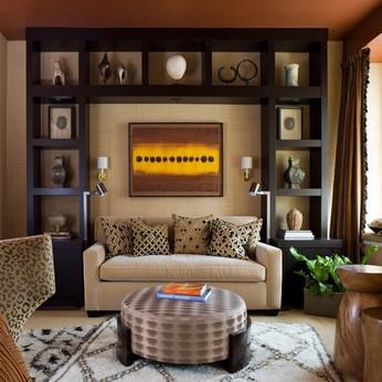 Стена над диваном: 5 идей оформления