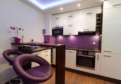 фиолетовый декор кухни