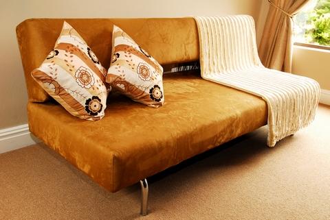 декор диванными подушками
