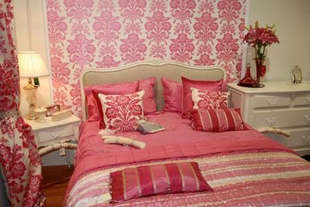 розовый в спальне