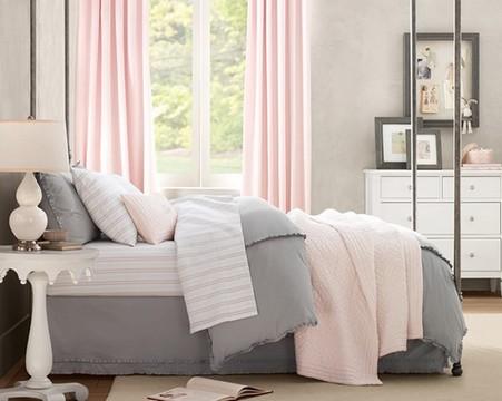 серо-роовая спальня