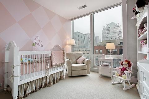 розовая комната для новорожденного